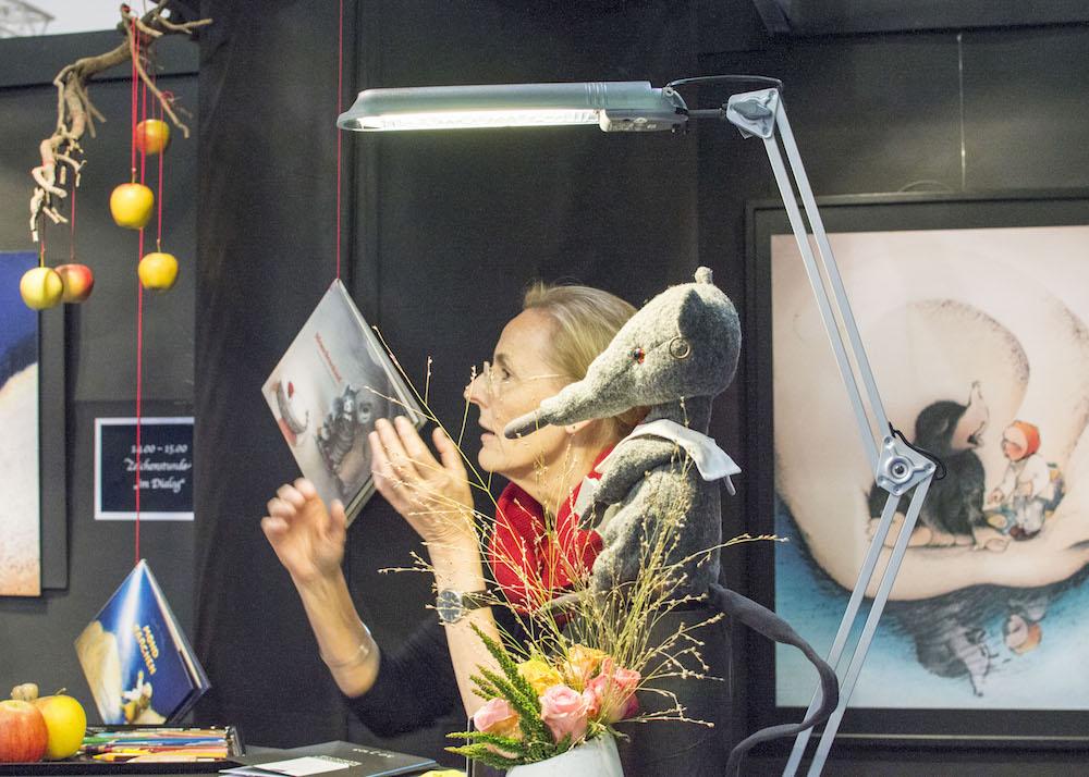 Frankfurt Book Fair 2015: Creatively decorated stand