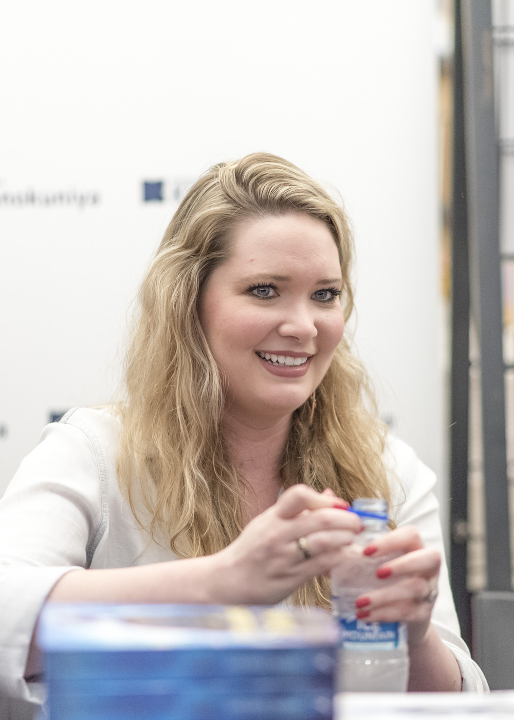 Sarah J. Maas Book Signing in Singapore: All smiles