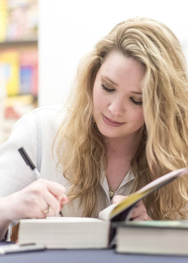 Sarah J. Maas signing books